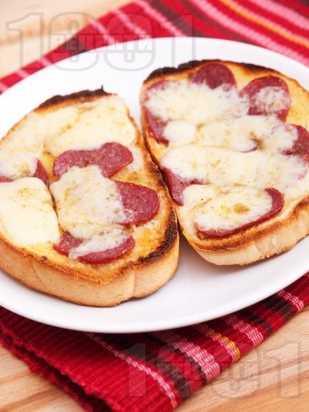 Сандвичи с луканка и кашкавал - снимка на рецептата